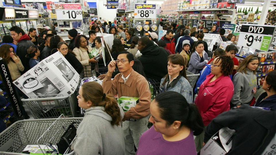 In an effort to thank employees, Walmart announced Tuesday that they would close all U.S. stores on Thanksgiving Day.