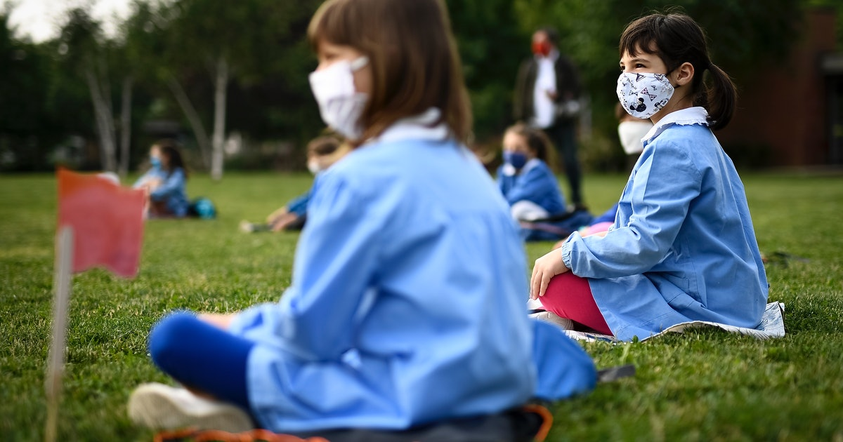 Infectious Disease Experts Explain The Safety Pros & Cons Of Outdoor Learning