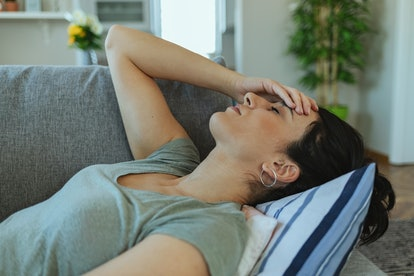 Experts say there are certain things to look out for when you have a headache during pregnancy.