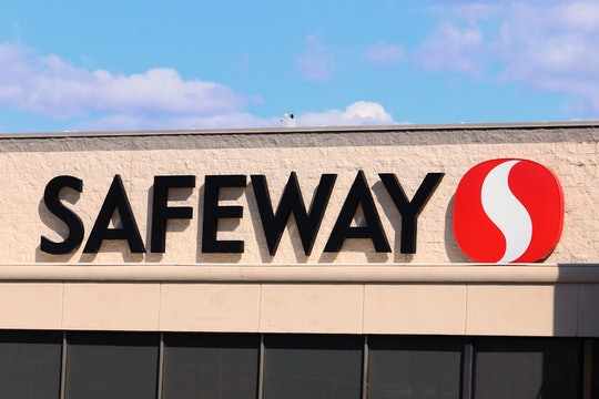Safeway storefront: is the grocer open on labor day 2020?