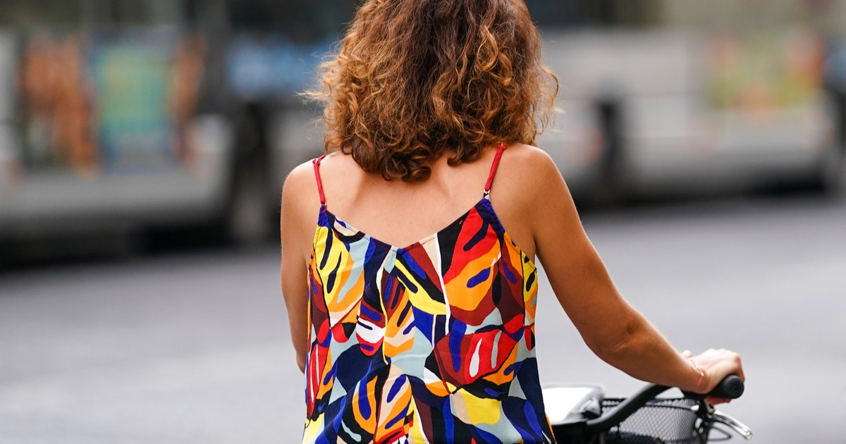 6 Expert-Approved Tips For Getting Rid Of Frizzy Hair In Humidity