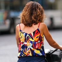 These tips and tricks to prevent frizz in humidity will be a lifesaver this summer.