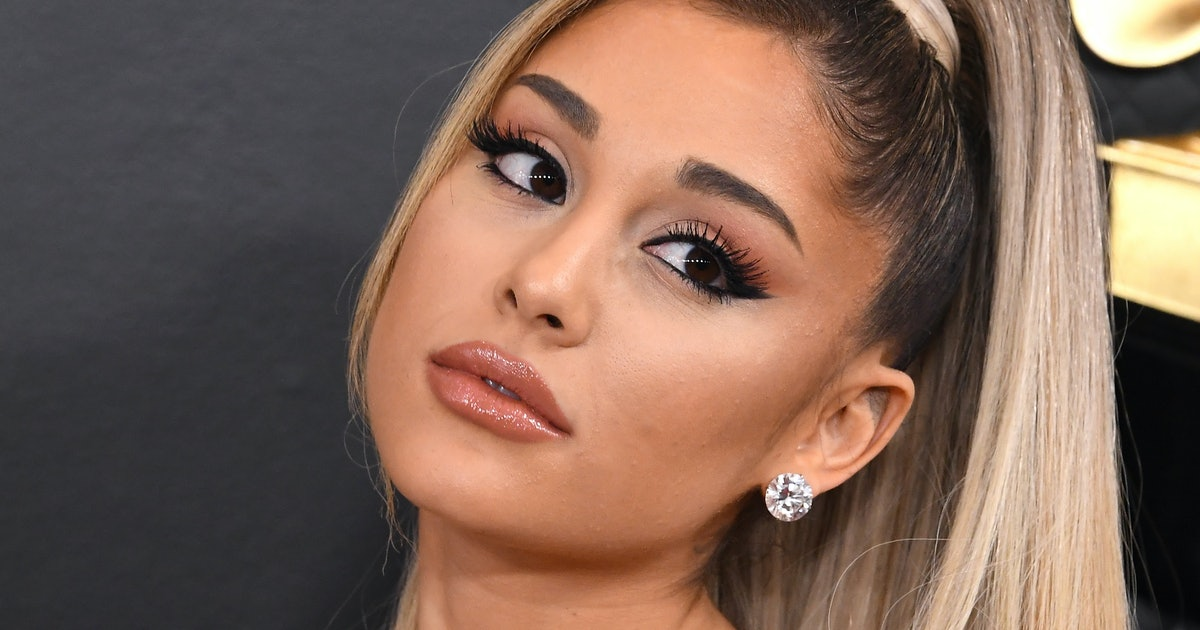 Ariana Grande's VMAs Outfit Combines 3 Of Fall's BIGGEST Trends In One Look
