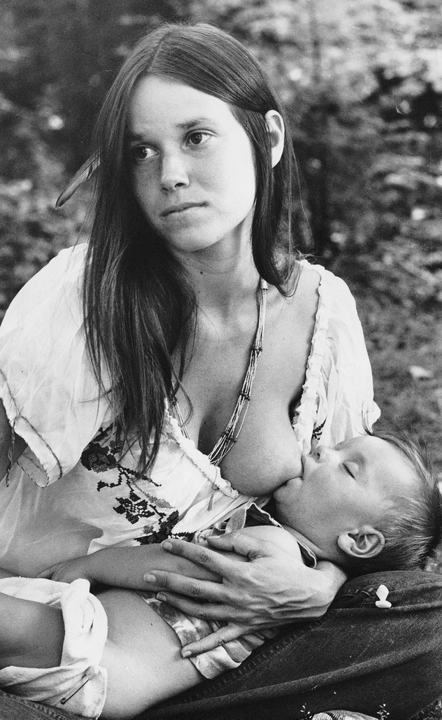 actress Barbara Hershey breastfeeding her 8-month-old son Free in 1973