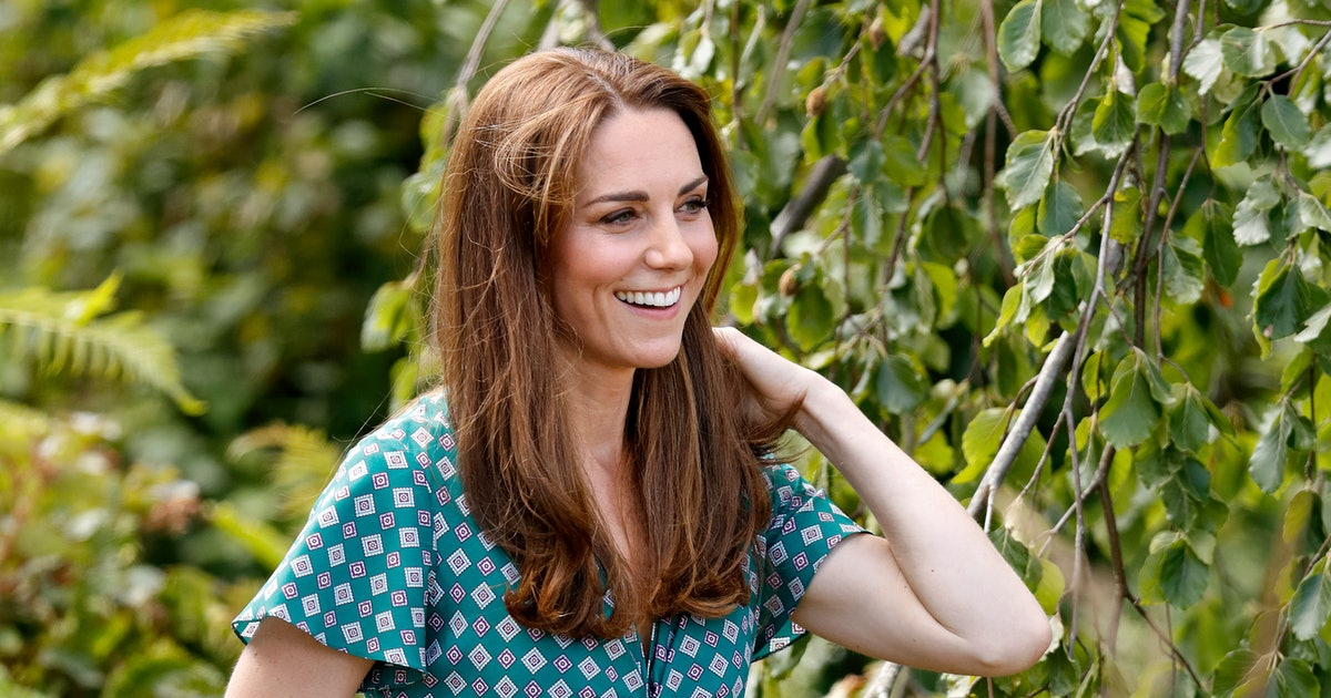 This Is The Kate Middleton Way To Wear Sneakers With A Dress