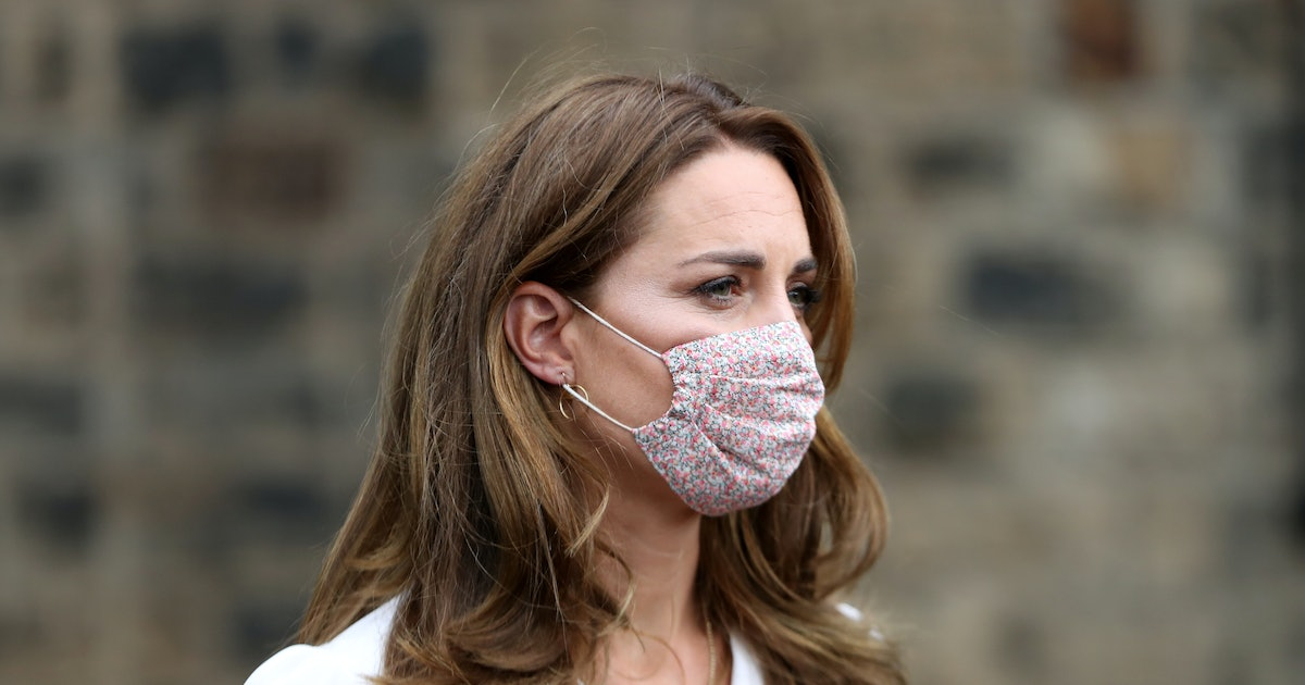 How To Wear A Face Mask Like Kate Middleton