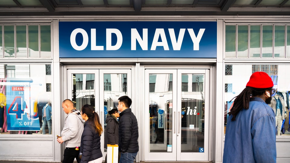 old navy will pay employees who volunteer at the polls