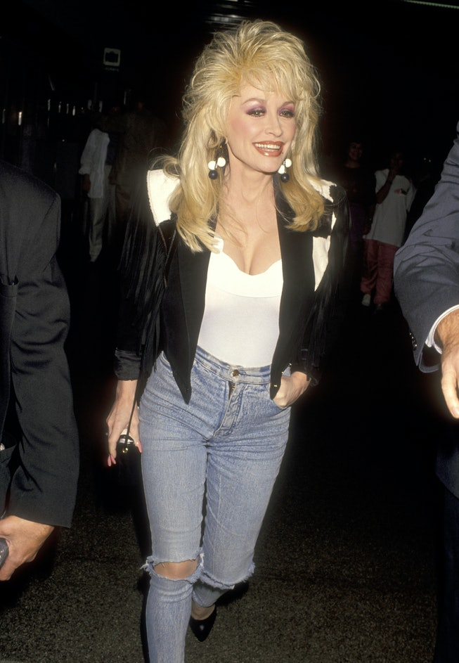 Dolly Parton at the airport in 1993.