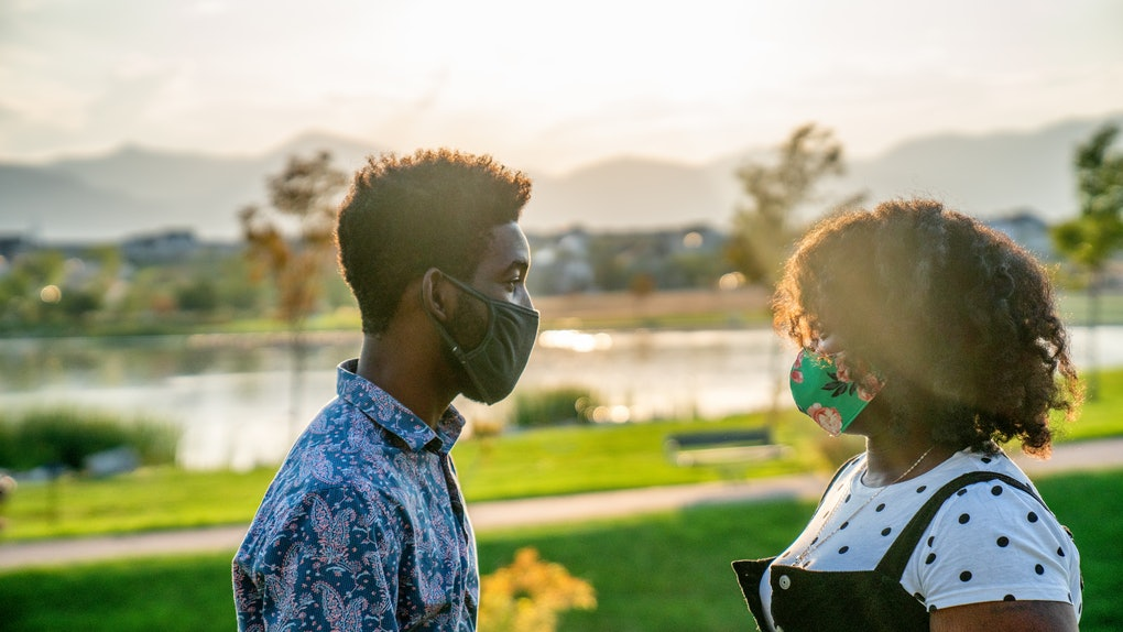 When is it OK to take off your mask while dating? Here's what experts say.