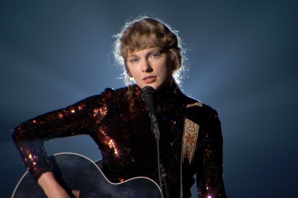 Taylor Swift performs at the 2020 CMAs.