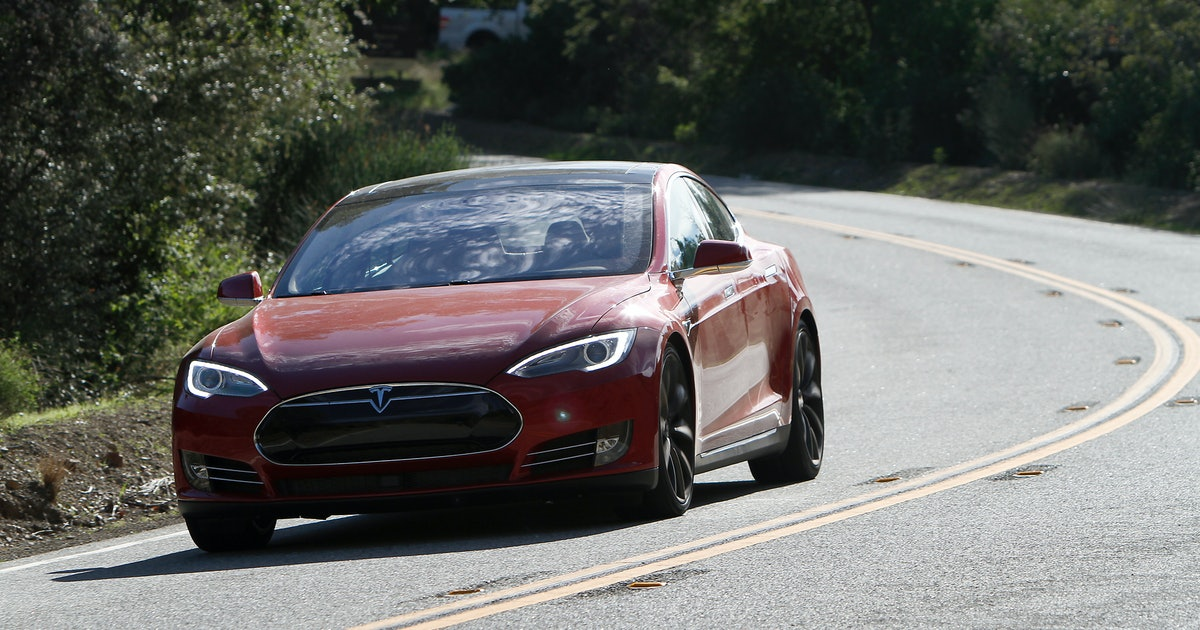 A Tesla driver slept while his Model S did 93 mph on the highway