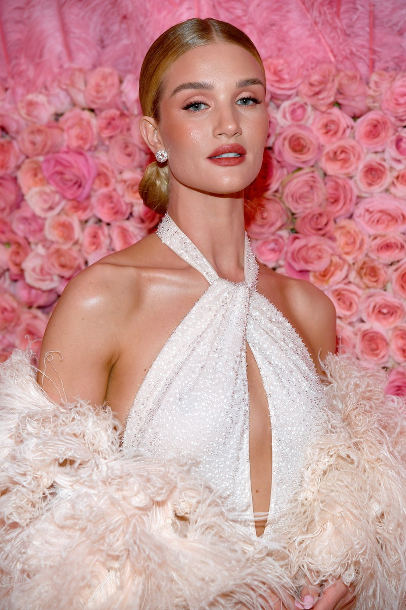 Rosie Huntington-Whiteley recently had a gorgeous French manicure done.