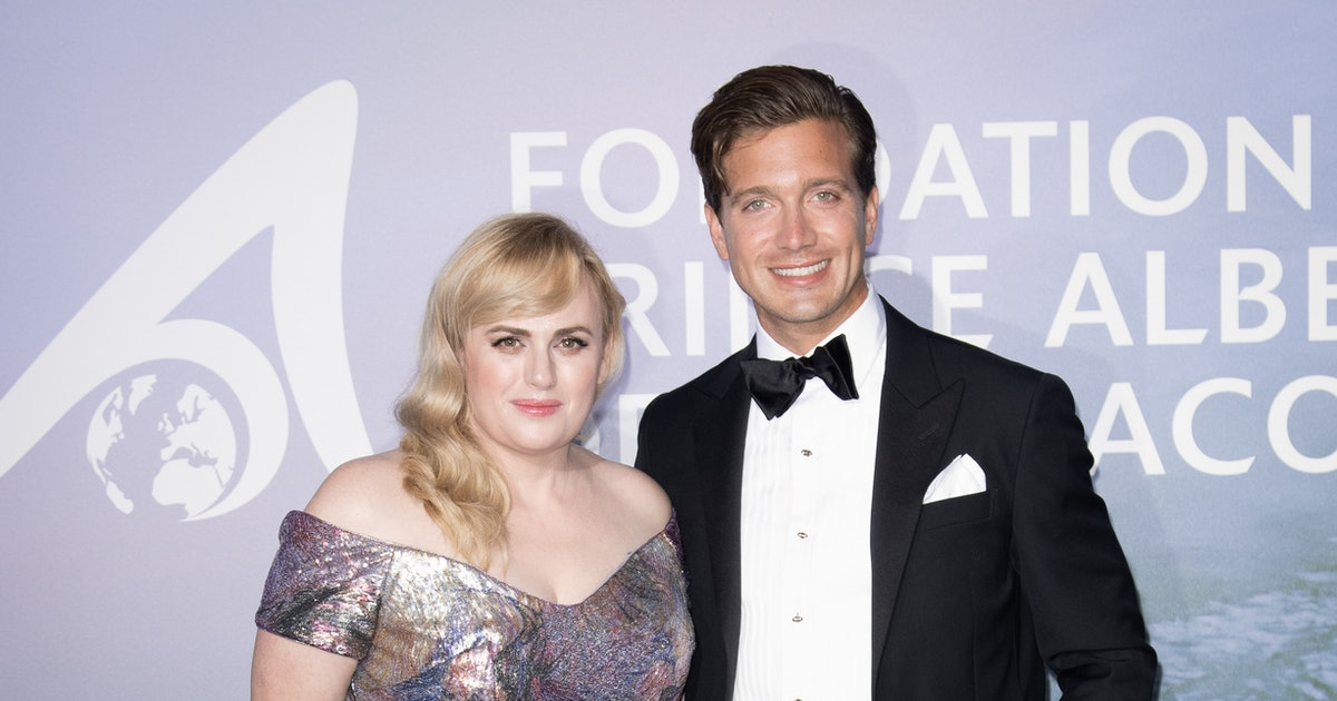 Rebel Wilson & Jacob Busch's Red Carpet Body Language Is Complicated thumbnail