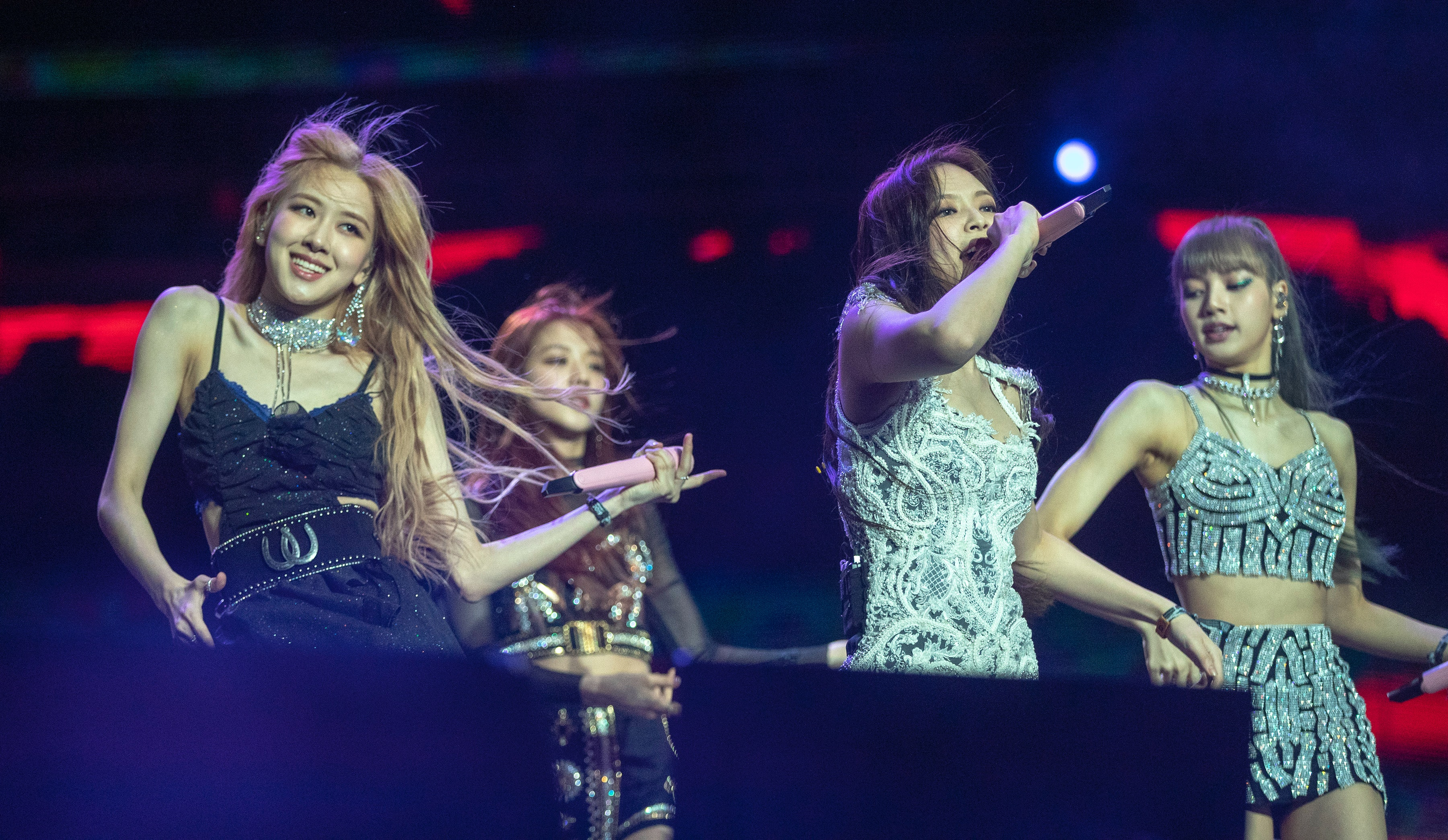 These 'BLACKPINK: Light Up The Sky' Netflix Documentary Details Are  Everything