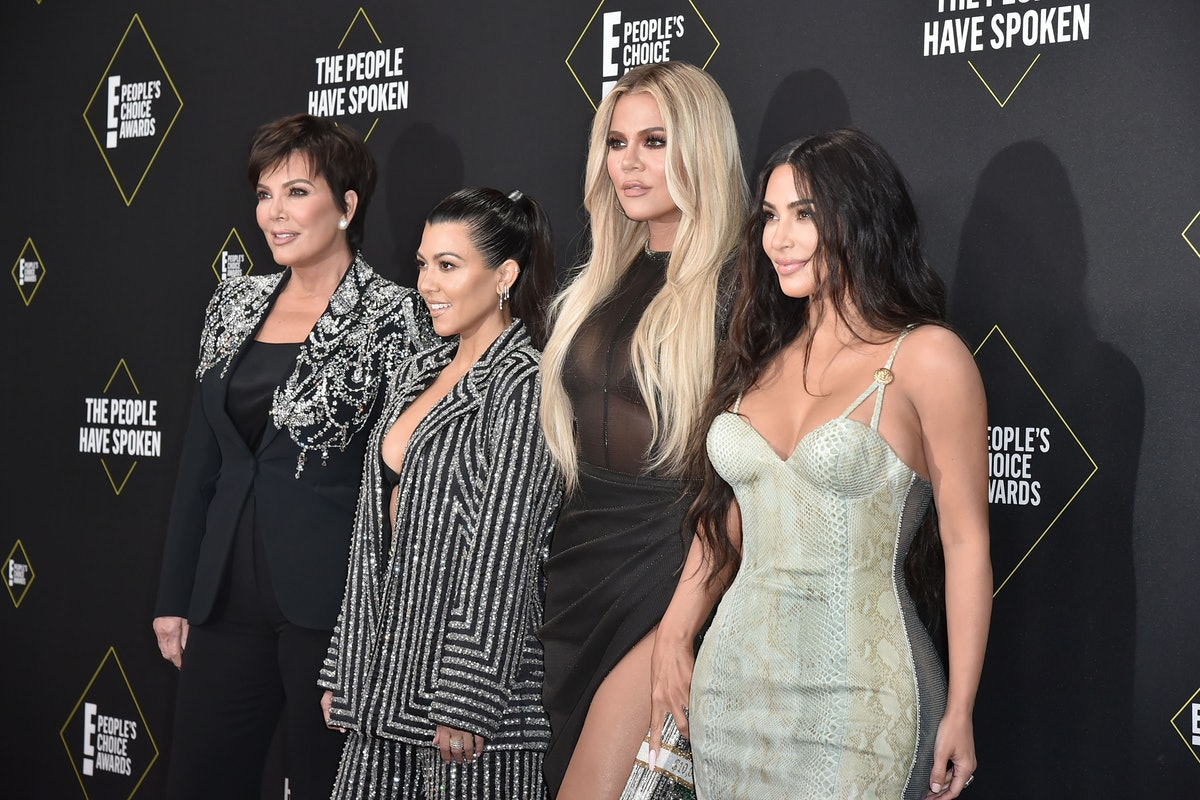 Kris Jenner and her daughters attend the People's Choice Awards.