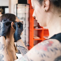 This is how to care for a piercing.