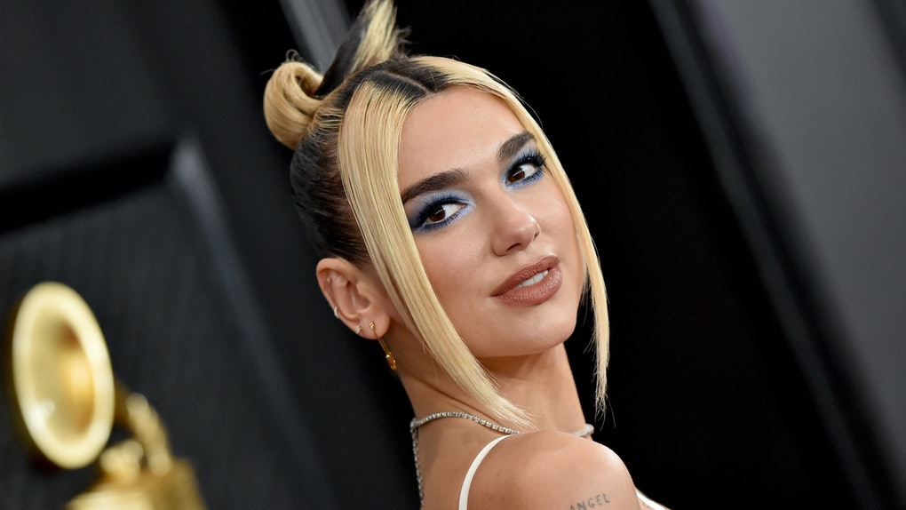 These memes about Dua Lipa traveling during the pandemic point out her errors.