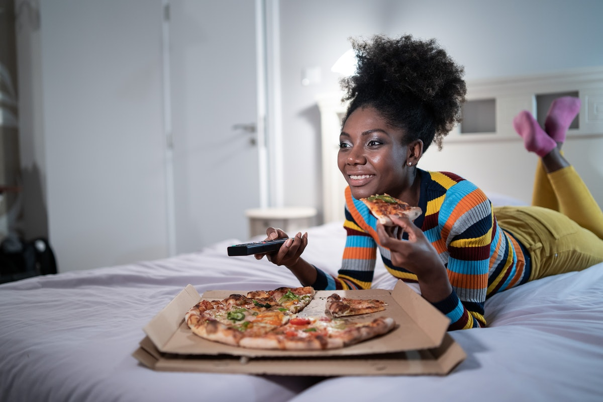 BonusFinder's Netflix and pizza job will pay you to chow down while watching TV.