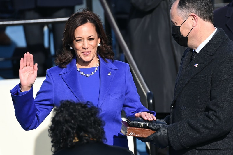 Women are wearing pearls to show support of Vice President Kamala Harris on Inauguration Day.