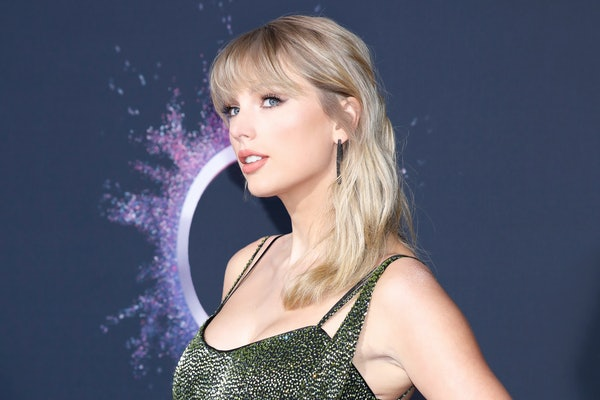 Taylor Swift attends the American Music Awards.