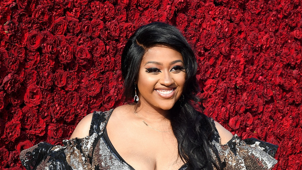 Jazmine Sullivan hits the red carpet in a sequin dress.