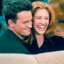 Matthew Perry and Julia Roberts in 'Friends'