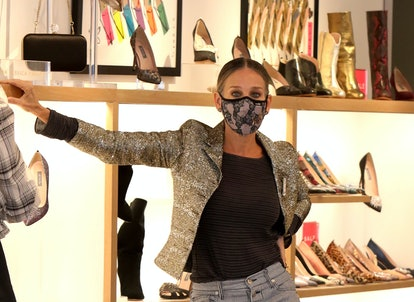 Sarah Jessica Parker wears a mask while shopping in New York City in September 2020.