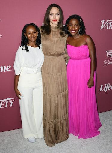 BEVERLY HILLS, CALIFORNIA - SEPTEMBER 30: (L-R) Zahara Jolie-Pitt, Angelina Jolie and honoree Amanda...