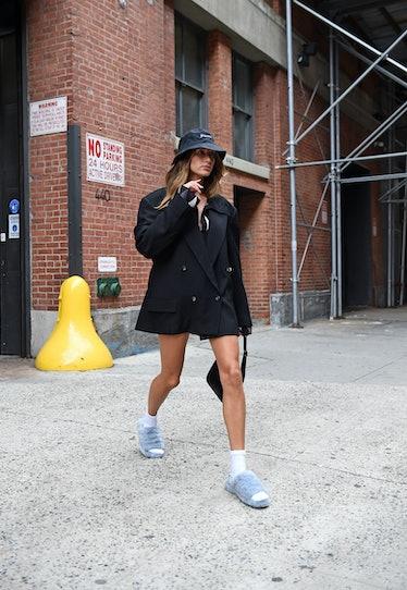 NEW YORK, NEW YORK - SEPTEMBER 30: Hailey Bieber is seen on September 30, 2021 in New York City. (Ph...