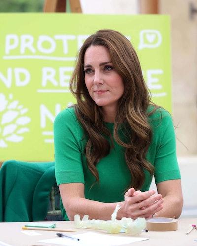 Kate Middleton wears green Zara Basic short sleeve sweater on October 13, 2021.