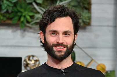 """NEW YORK, NEW YORK - JANUARY 09: (EXCLUSIVE COVERAGE) Actor Penn Badgley visits BuzzFeed's """"AM To DM..."""