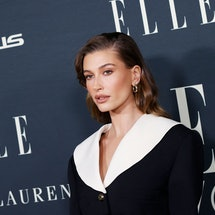 Hailey Bieber's brown hair is here just in time for cold-weather season.