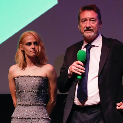"LONDON, ENGLAND - OCTOBER 07: Kristen Stewart and Steven Knight attend ""Spencer"" UK Premiere during ..."