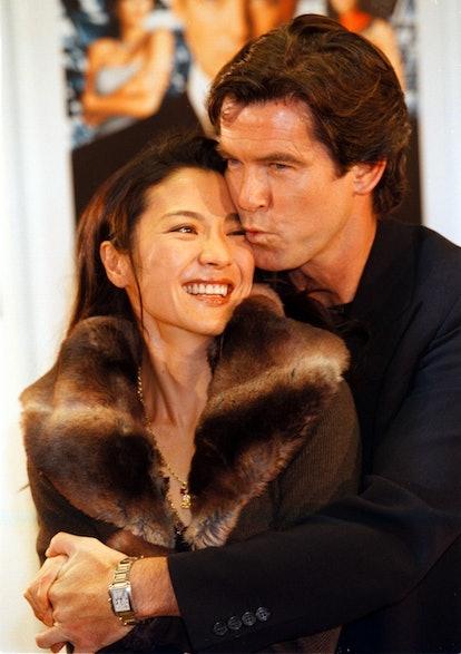 """Pierce Brosnan mit Michelle Yeoh, Kinofilm;""""James Bond: Der Morgen stirbt nie"""",;Pressekonferenz, Ham..."""