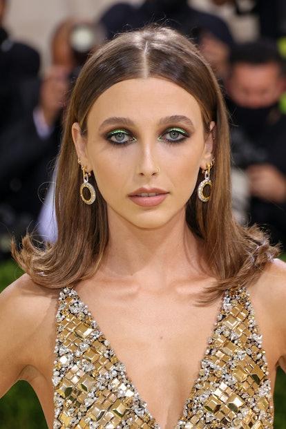 Emma Chamberlain's earrings at the 2021 Met Gala.
