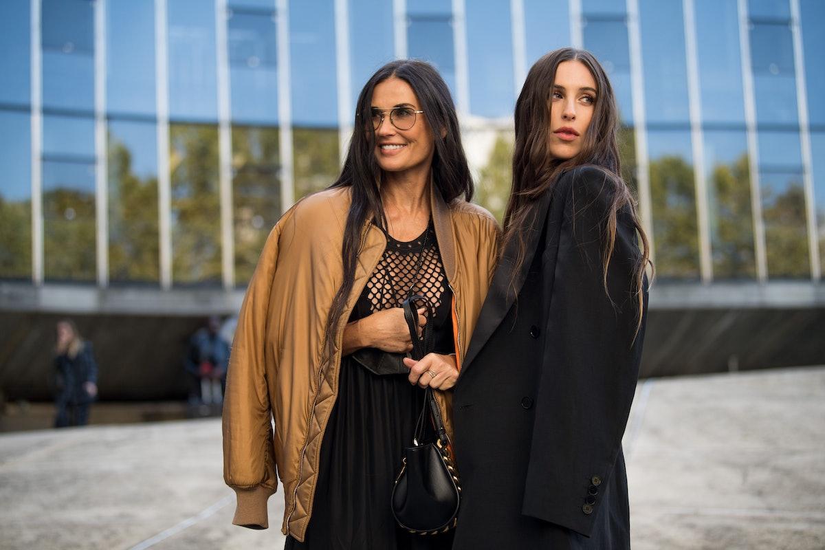دمی مور و پیشاهنگ ویلیس در نمایشگاه لباس زنانه استلا مک کارتنی بهار/تابستان 2022 شرکت می کنند