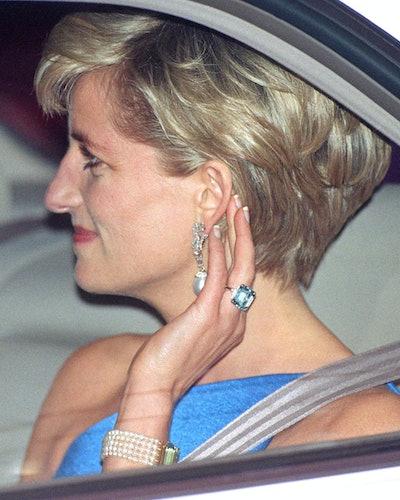Princess Diana wears her emerald-cut aquamarine ring in Sydney, Australia.