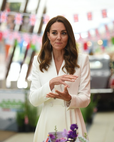 Kate Middleton wears Princess Diana's three-stranded pearl bracelet to the G-7 Summit.
