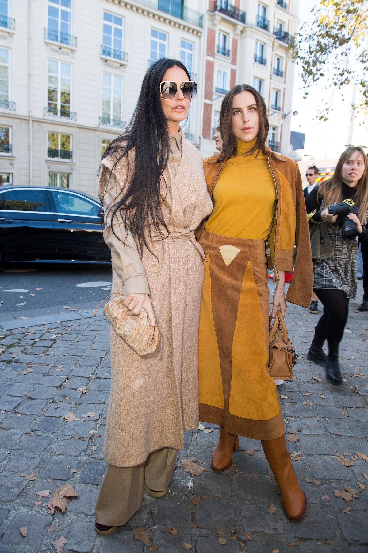 دمی مور و پیشاهنگ ویلیس در نمایشگاه لباس زنانه Chloe بهار/تابستان 2022 شرکت می کنند