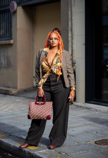 PARIS, FRANCE - SEPTEMBER 29: A guest is seen outside Cecilie Bahnsen during Paris Fashion Week - Wo...