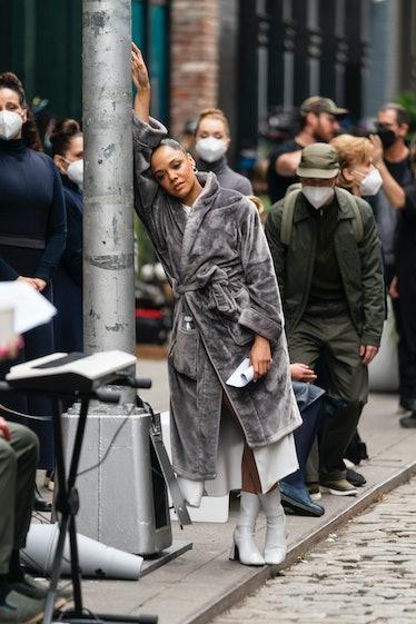 """تسا تامپسون در حال فیلمبرداری دیده می شود """"وست ورلد"""" در سوهو"""