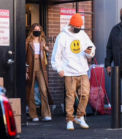 See 5 Hailey Bieber & Justin Bieber photos of matching date outfits, from red carpets to restaurants...