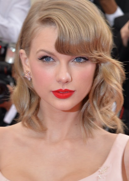 Taylor Swift's red lipstick and liner look is perfect for Valentine's Day.
