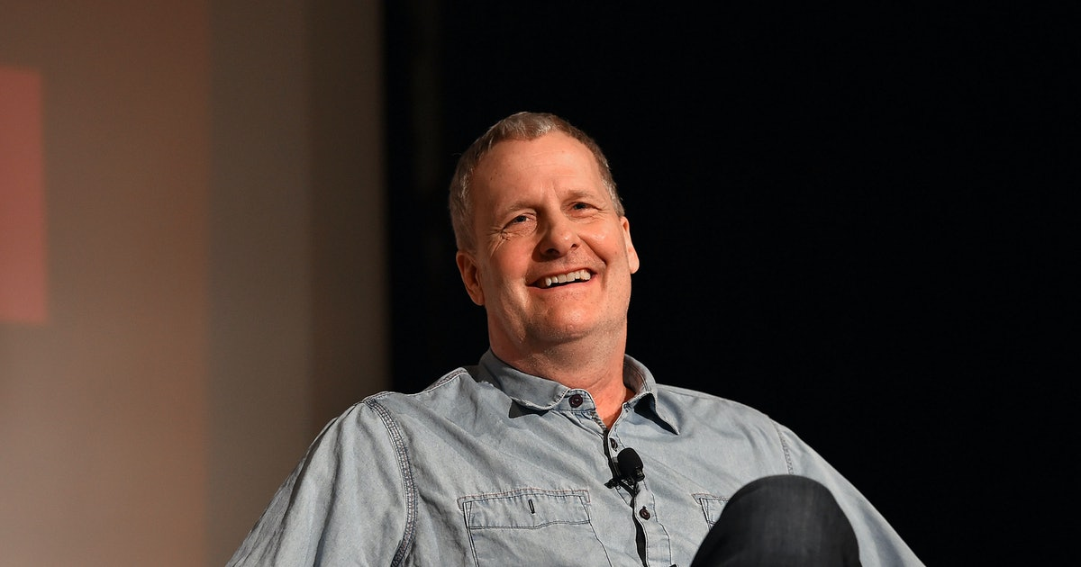 Jeff Daniels' Appearance At The 2021 Golden Globes Is Peak Dad On Zoom