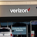 PERRYSBURG, OHIO, UNITED STATES - 2020/11/12: Verizon logo seen at one of their stores. (Photo by St...