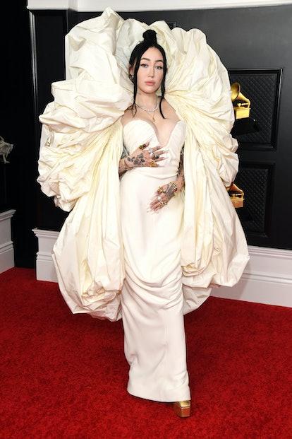 Noah Cyrus wearing Schiaparelli couture to the 2021 Grammys.