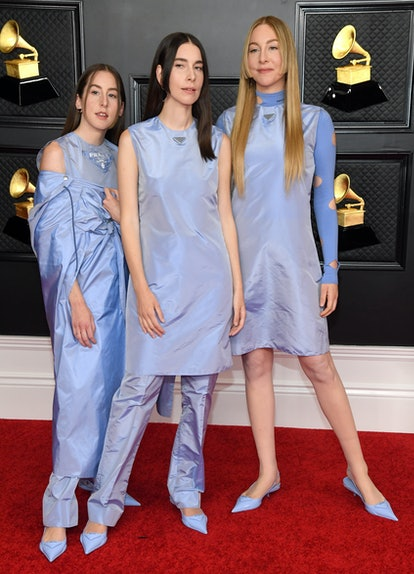 LOS ANGELES, CALIFORNIA - MARCH 14: (L-R) Alana Haim, Danielle Haim and Este Haim of HAIM attend the 63rd Annual GRAMMY Awards at Los Angeles Convention Center on March 14, 2021 in Los Angeles, California. (Photo by Kevin Mazur/Getty Images for The Recording Academy )