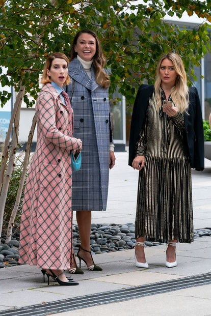 """NEW YORK, NEW YORK - NOVEMBER 11: (L-R) Molly Bernard, Sutton Foster and Hilary Duff are seen filming a scene for """"Younger"""" in the Upper West Side on November 11, 2020 in New York City. (Photo by Gotham/GC Images)"""
