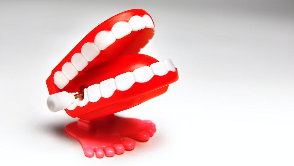 joke wind- up chattering teeth