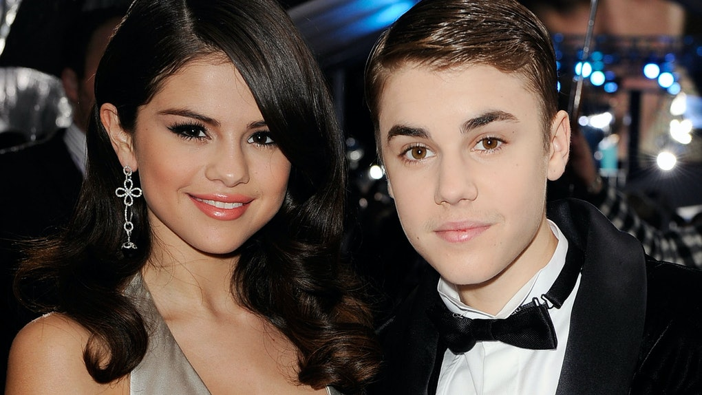 LOS ANGELES, CA - NOVEMBER 20:  Singers Selena Gomez and Justin Bieber arrive at the 2011 American Music Awards held at Nokia Theatre L.A. LIVE on November 20, 2011 in Los Angeles, California.  (Photo by Kevork Djansezian/AMA2011/Getty Images for AMA)